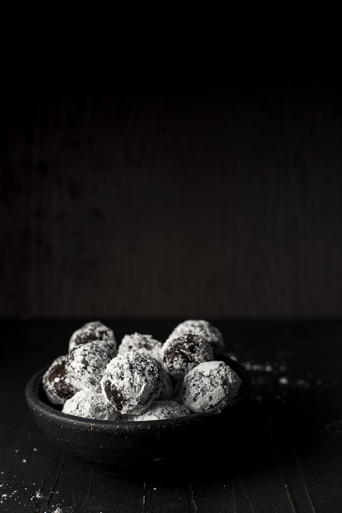 bowl of powdered sugar covered truffles