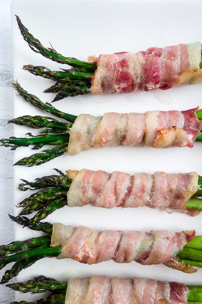 bacon wrapped around asparagus