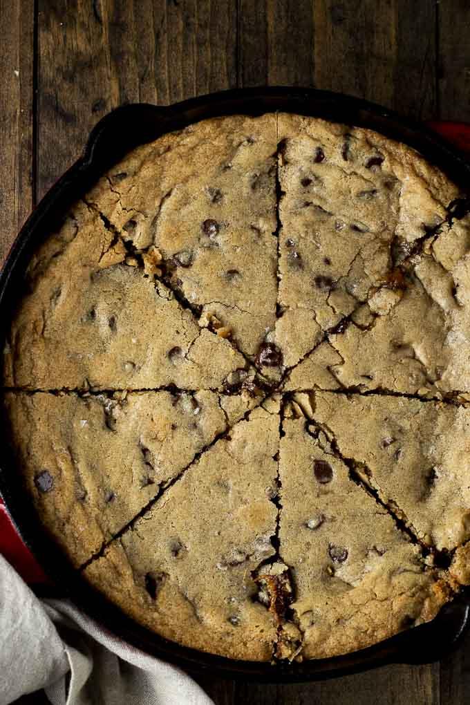 sliced skillet cookie