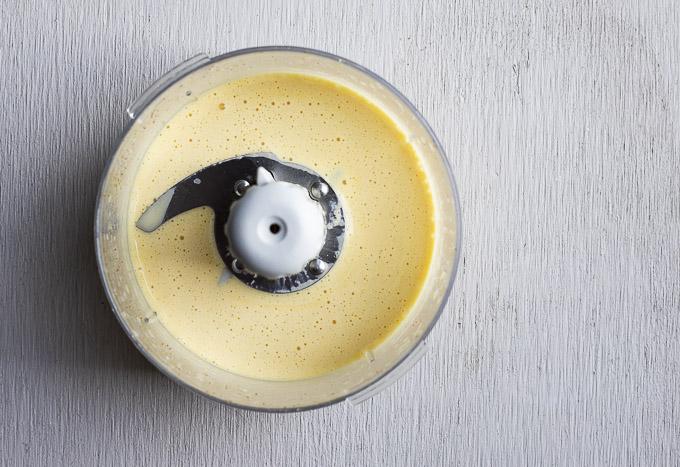 yellow hollandaise sauce in a blender