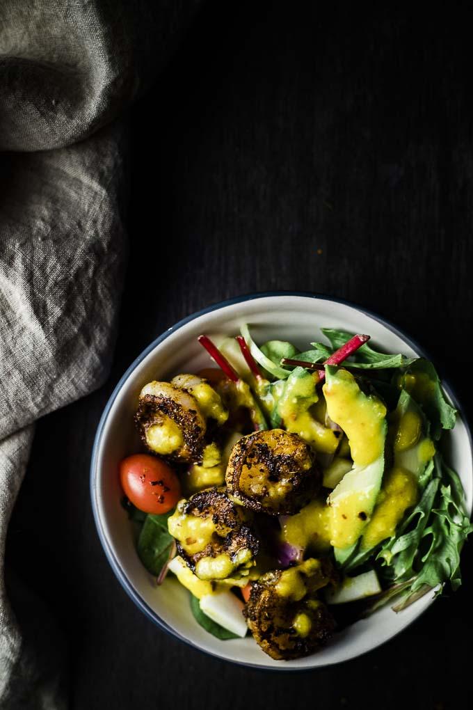 bowl f salad with shrimp, avocado, tomato and dressing