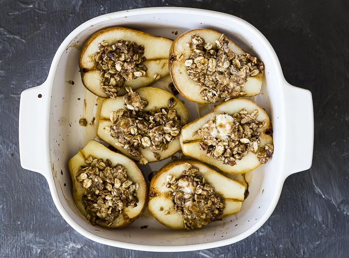 halved pears filled with streusel topping