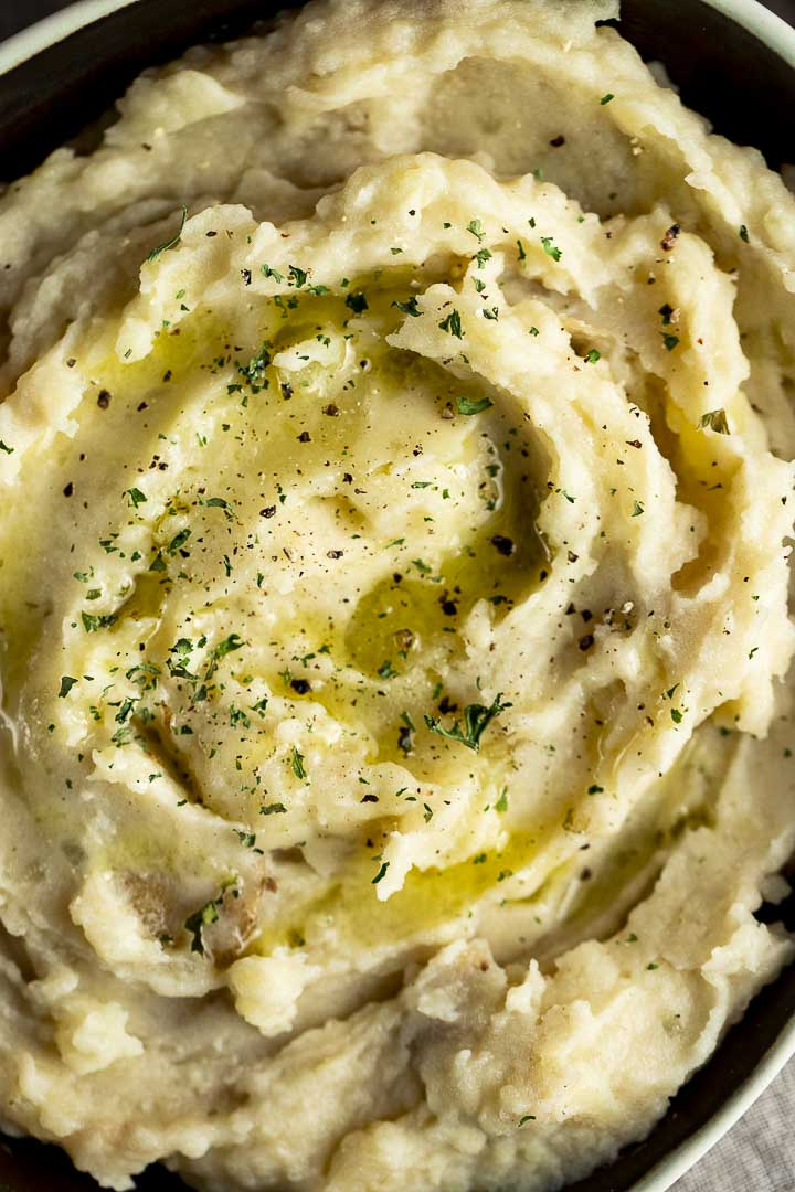 mashed potatoes garnished with parsely close up