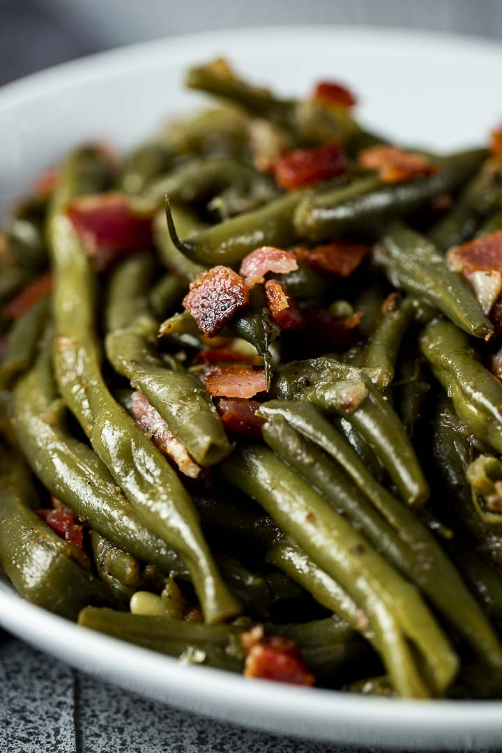 a bowl of green beans and bacon