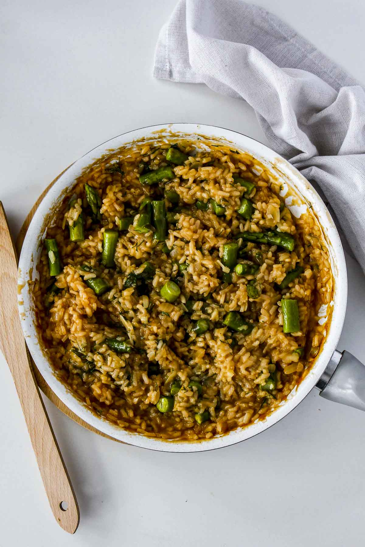 A pot of risotto with asparagus.
